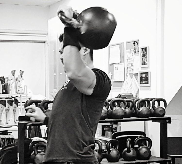 Má cesta k Bestii: Striktní tlak s 48 kg kettlebell