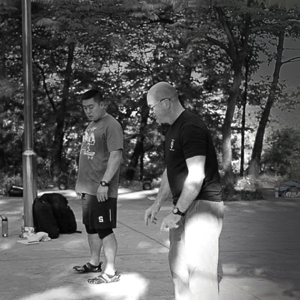 Asistence Master Instruktorovi Jon Engumovi spřekladem na mém SFG, Seoul, 2014