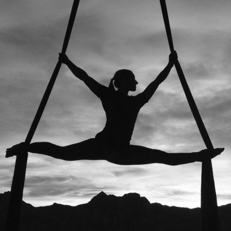 Pomáhat umělcům létat výše a ženám věřit ve svojí sílu